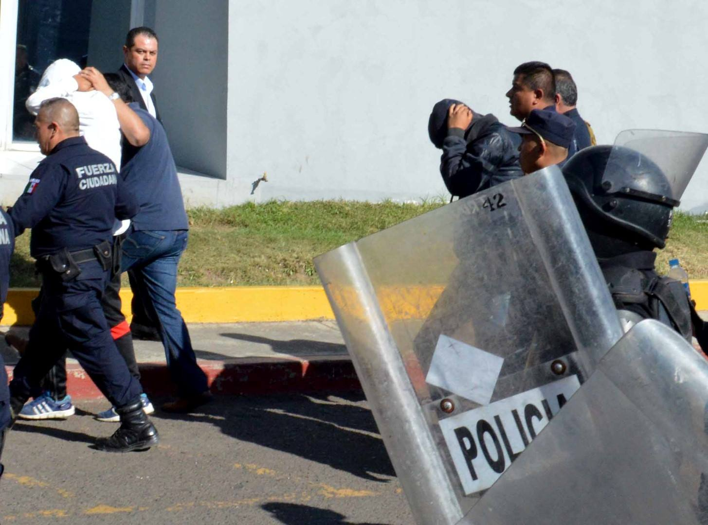 Obtiene PGJE fallo condenatorio contra dos ex alumnos de Escuela Normal responsables de robo