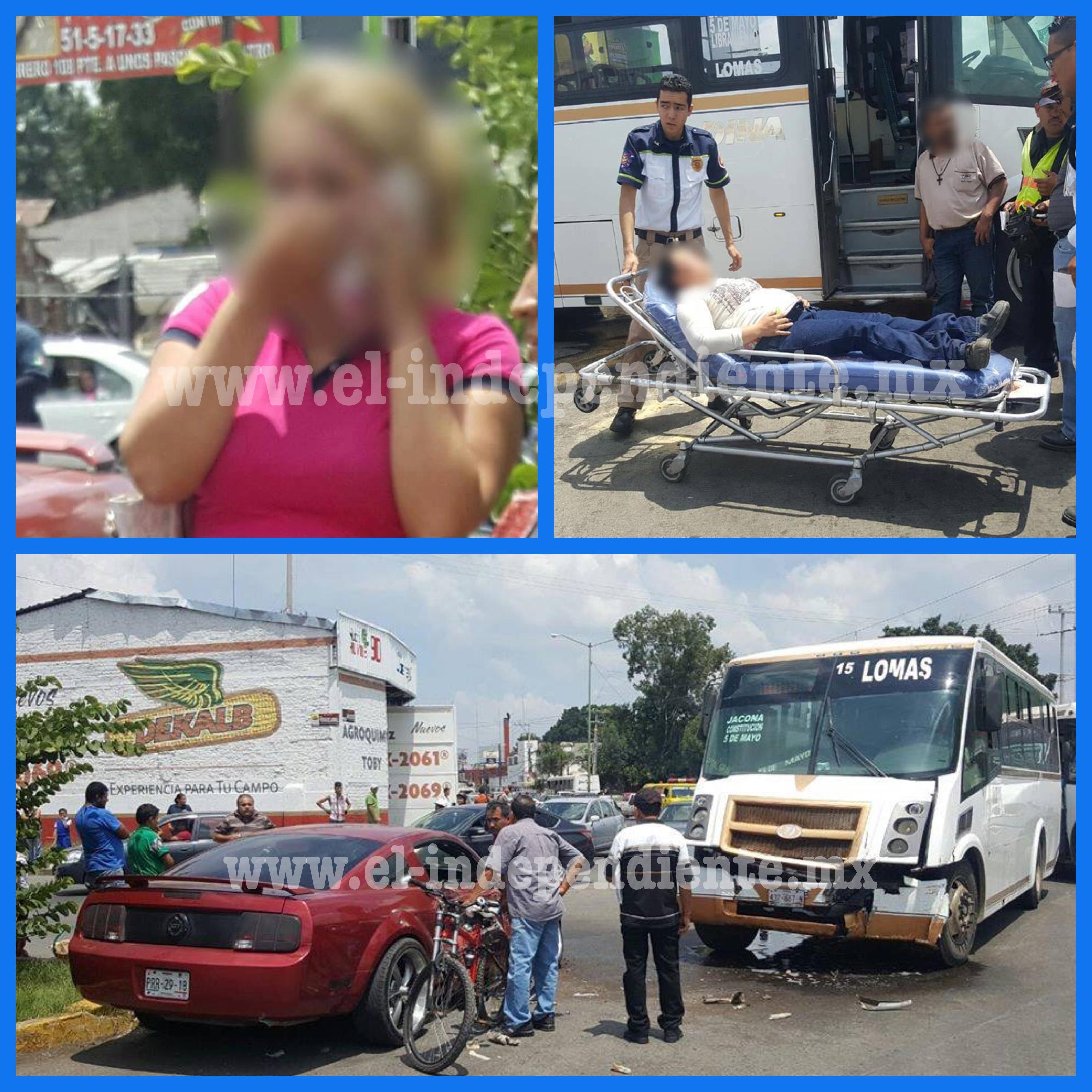Dos féminas lesionadas en fuerte choque entre camión de pasajeros y un auto particular