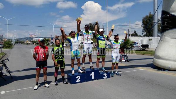 """Zamoranos protagonistas en la carrera ciclista """"Miguel Flores Botello"""" Ocotlán 2016"""