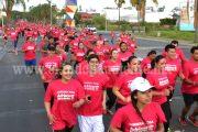 """Más de 2 mil personas participaron en la """"Carrera Rosa"""""""