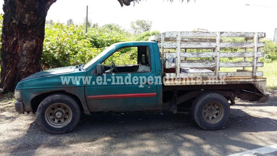 Federales aseguran camioneta con reporte de robo en Zamora