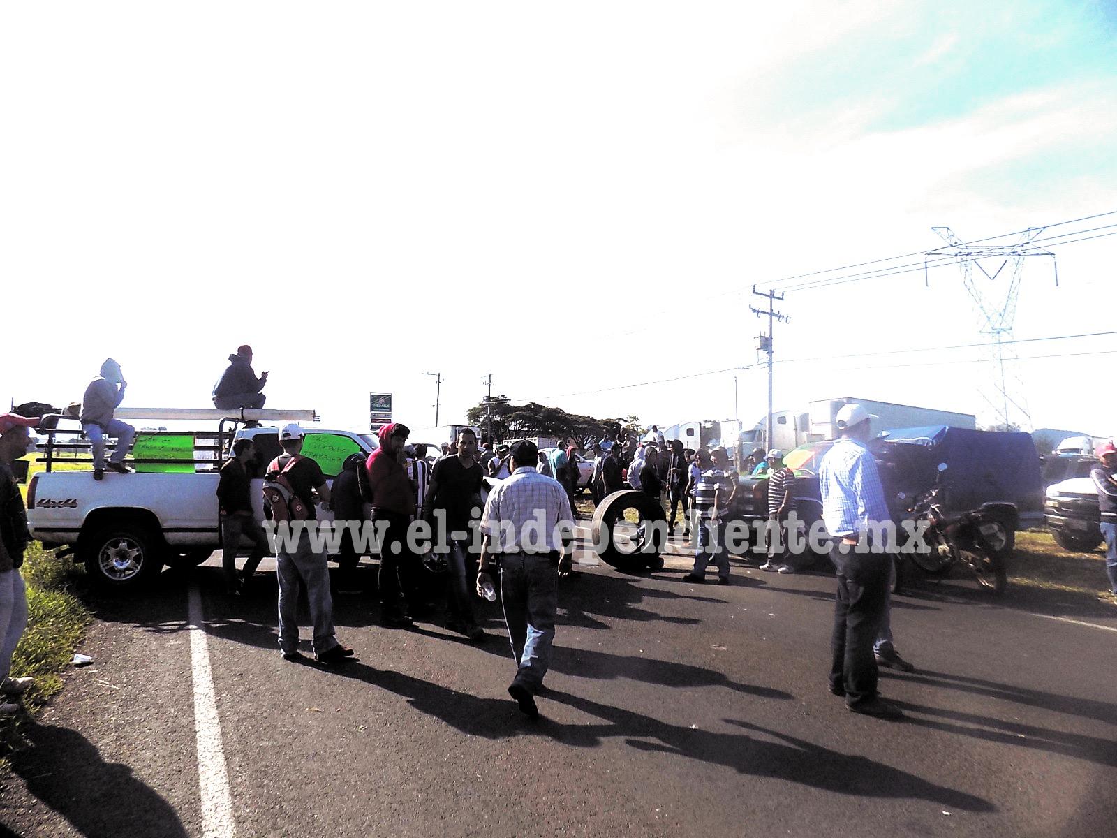 Sigue protesta de aguacateros en Uruapan