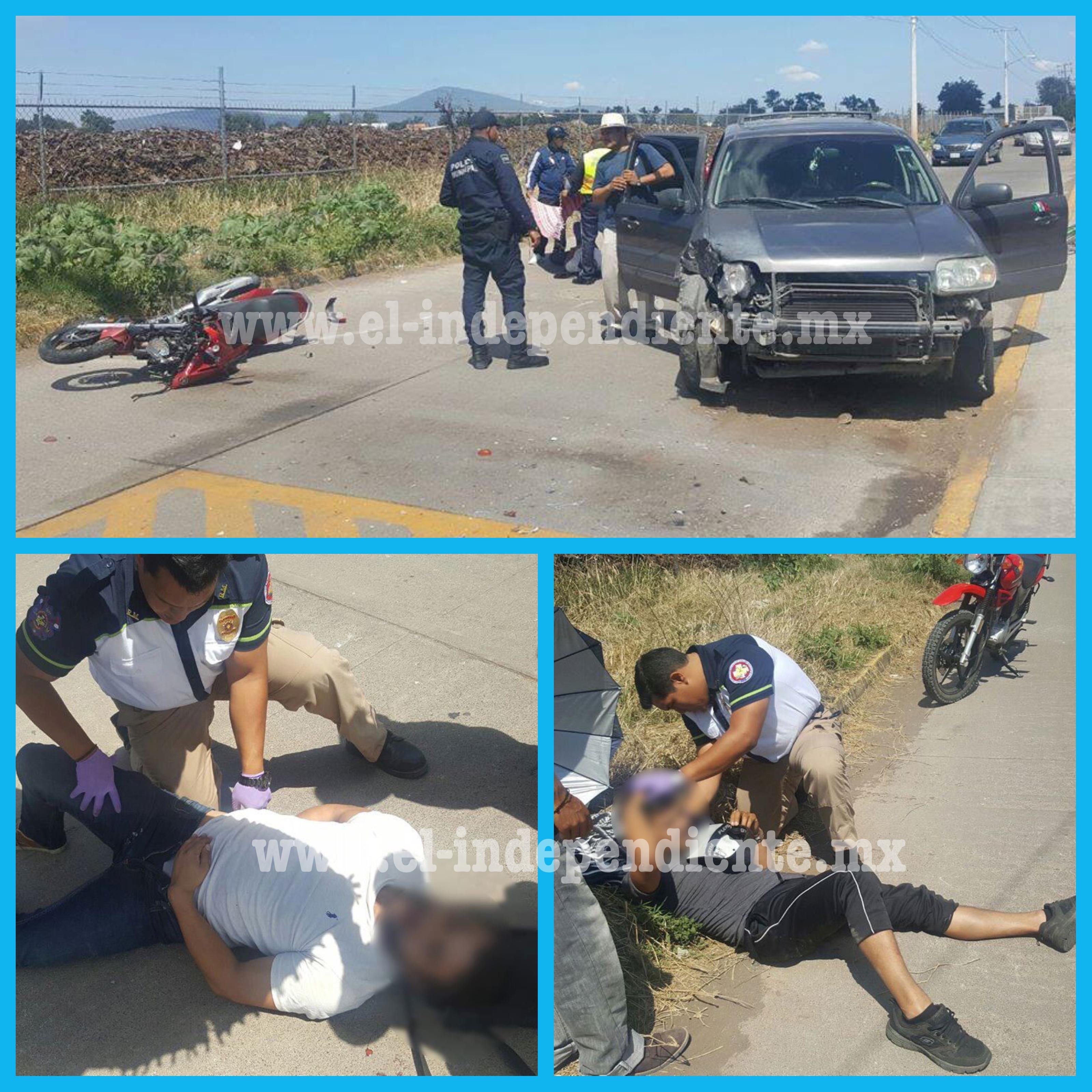 Dos jóvenes heridos en choque de moto contra camioneta en el Camino Del Jericó