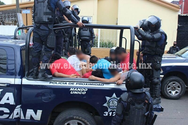 """En total fueron 15 """"rurales"""" los aprehendidos en Uruapan: PGR"""