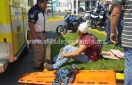 Motociclista queda herido al chocar contra una camioneta en Zamora