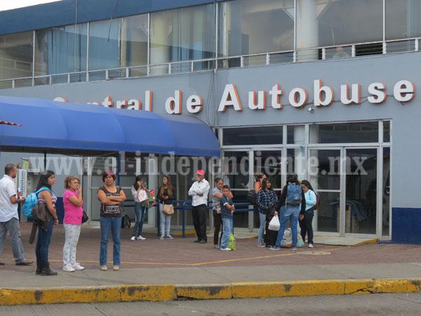 Paralizan servicio en central de autobuses por conflicto de normalistas