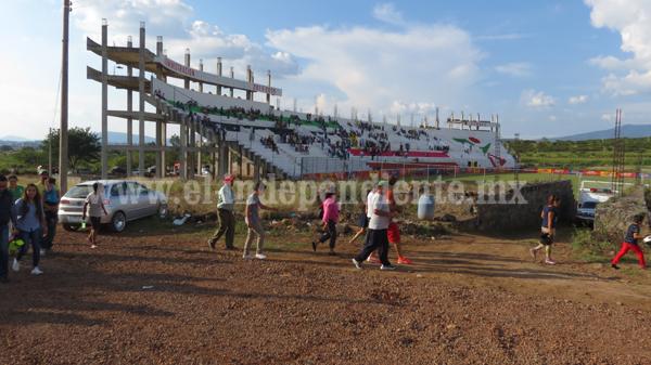 Con más pena que gloria, el primer juego en el Estadio Zamora