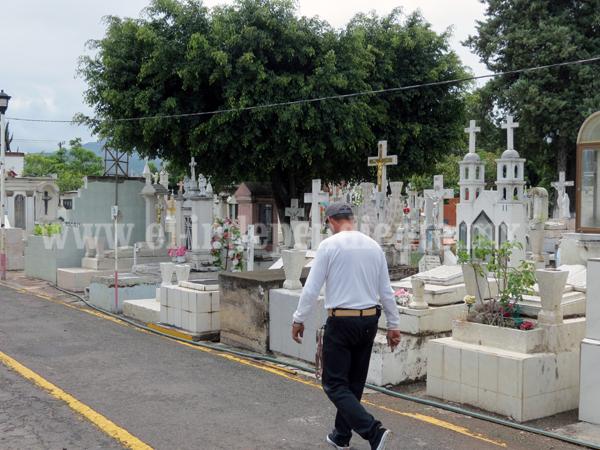 Alistan preparativos para recibir visitantes durante Día de Muertos