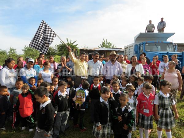 Arrancan construcción de aula tipo regional en escuela Lázaro Cárdenas