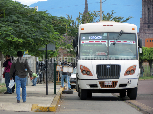 Reconocen fallas en sector de transporte público