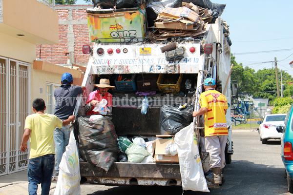 Buscarán erradicar pepenadores de basura en vía pública