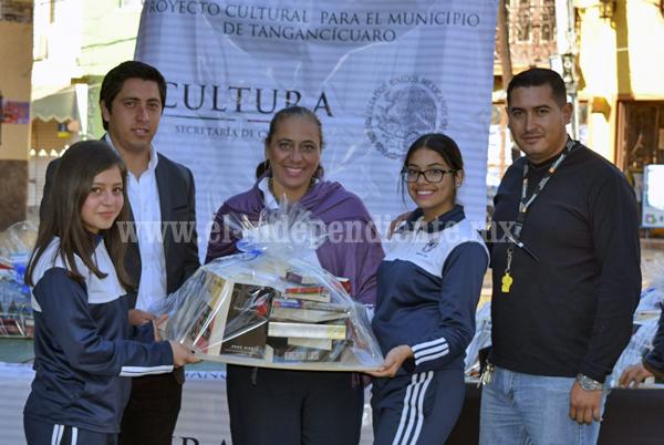 Realizan la Feria del Libro Nuevo en Tangancícuaro