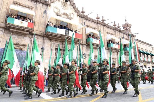Gobernador y titular de Sedena presencian desfile conmemorativo al natalicio de José María Morelos