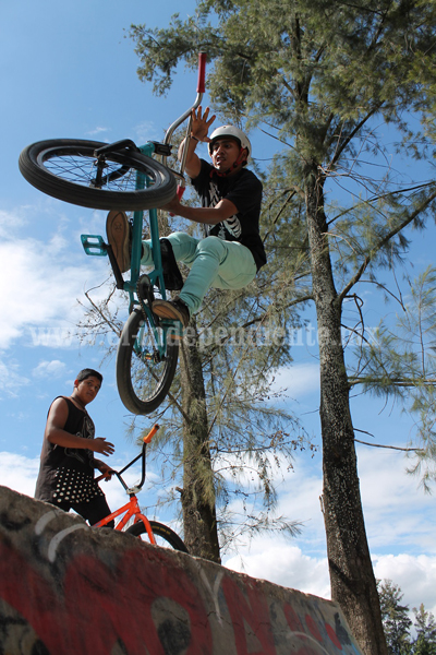 Jóvenes ciclistas y skatos son apoyados por Gobierno Municipal