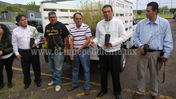 Tec Zamora recibió árboles frutales para reforestar y utilizar en prácticas estudiantiles