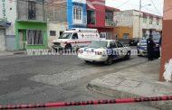 Disparan contra un taxi, fallece el copiloto; una niña resultó herida por bala perdida
