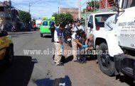 Motociclista derrapa sobre la Avenida Juárez y resulta levemente lesionado