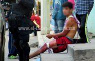 Menor es atacado a balazos por sujetos que huyeron en una motocicleta, en Zamora