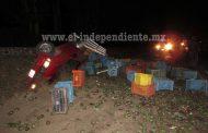 Vuelca camioneta cargada con aguacates en Jacona