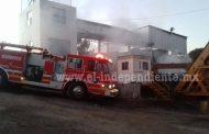 Incendio en fábrica de asfalto moviliza a Bomberos en la Zamora - Tangancícuaro