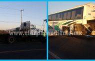 Choque entre camión de carga y autobús de pasajeros solo deja daños materiales en Zamora