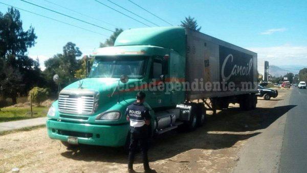 Recupera la policía de Peribán camión robado