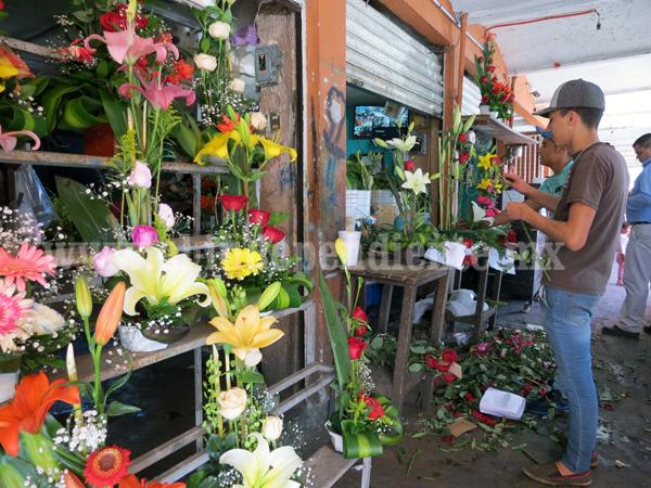 Podrían subir 2 pesos en precio de flores en mercados locales
