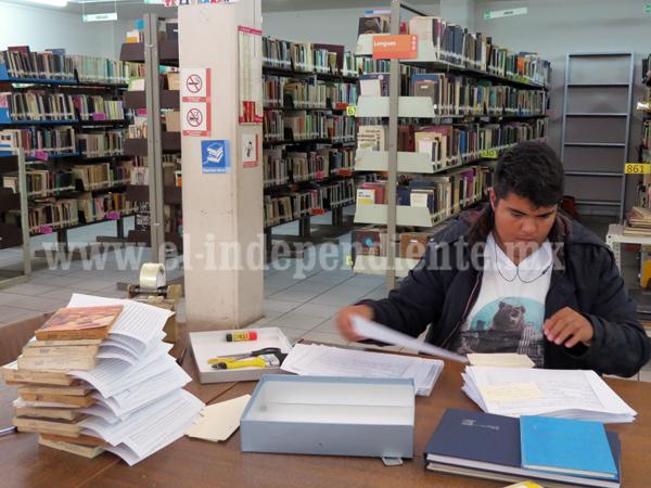 Visitas guiadas en la biblioteca municipal  fomentan el hábito por la lectura