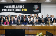 Conmina Silvano Aureoles a diputados federales a defender a migrantes
