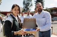 Alcalde de Ixltán entregó apoyos a secundarias y telesecundarias