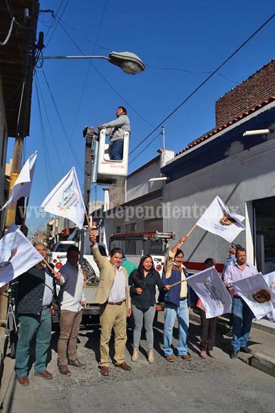 Alcalde atendió demandas prioritarias  de ciudadanos: alumbrado público y nomenclatura de las calles