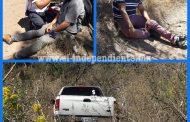 Camioneta se queda sin frenos y termina chocando contra unas piedras, en Zamora