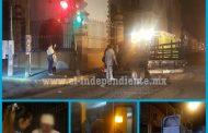En pleno centro de Zamora Tráiler choca contra una camioneta; hay dos heridos