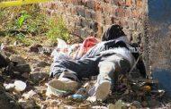 Encuentran a un joven muerto a golpes, en lote baldío de Jacona