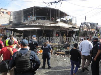 Puesto de pólvora ocasionó incendio y daña a comerciantes del Mercado Hidalgo