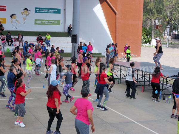 Macro clase de activación física en la unidad deportiva El Chamizal