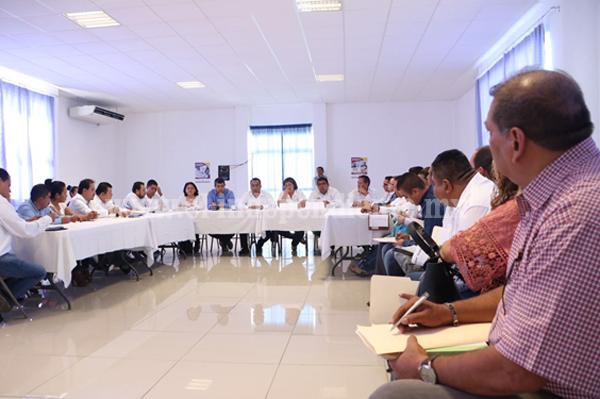 El secretario de Gobierno se reúne con servidores públicos regionales