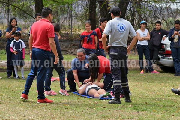 Protección Civil impartió cursos de primeros auxilios a alumnos del municipio