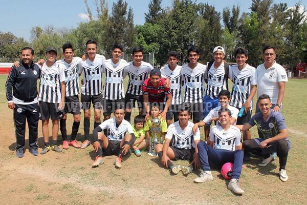 Escuela Municipal de Futbol es campeón en la categoría juvenil