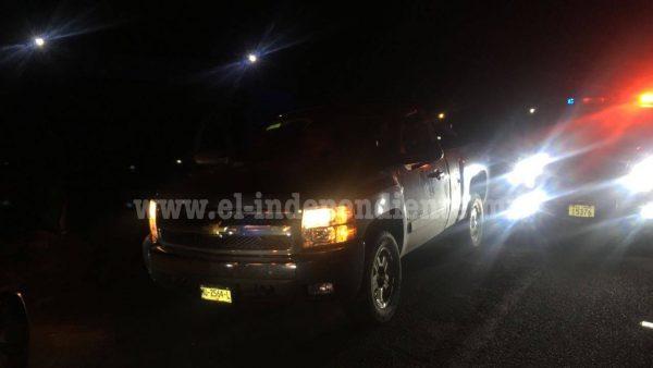 Federales requieren a dos con camioneta robada de Zamora