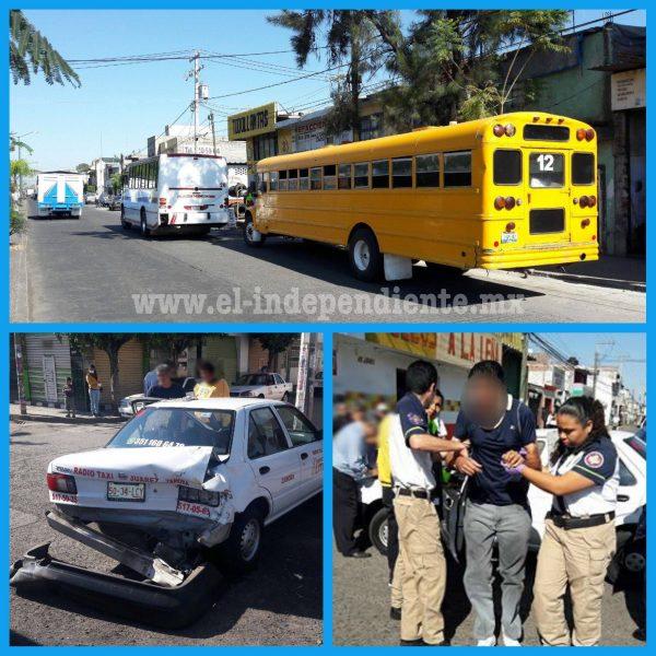Camión de personal embiste a taxi y autobús pasajero en Zamora