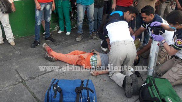 Frente a la florería de su madre, un joven es asesinado en Zamora