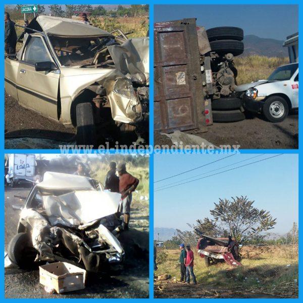 Torton se queda sin frenos y embiste a 5 vehículos, hay al menos tres heridos
