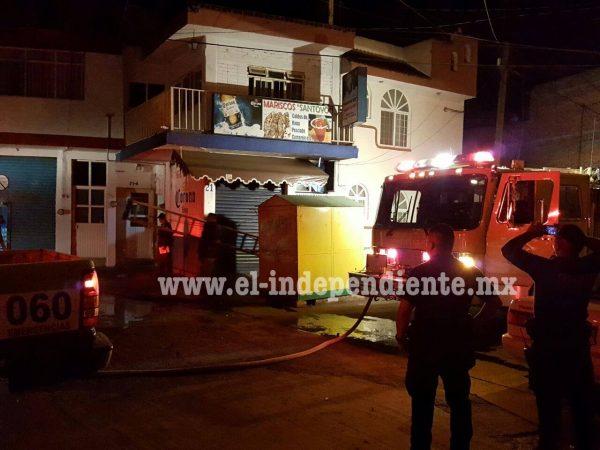 Bomberos de Zamora atienden incendio en restaurante de mariscos