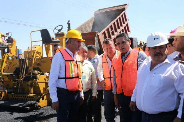 Supervisa Gobernador reconstrucción del entroque carretero a Vista Hermosa