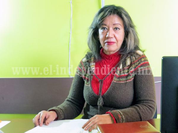 Mujer sufre discriminación laboral: salarios raquíticos por jornadas extenuantes