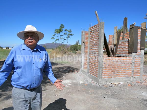 Ayuntamiento recibió 7 mdp y solo construyó un cuarto de  2 x 2 metros