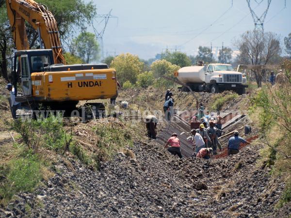 Revestimiento de concreto en canal de riego de La Sauceda es de mala calidad