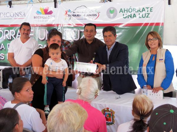 """Casi 6 mil familias fueron beneficiadas con programa """"Ahórrate una luz"""""""