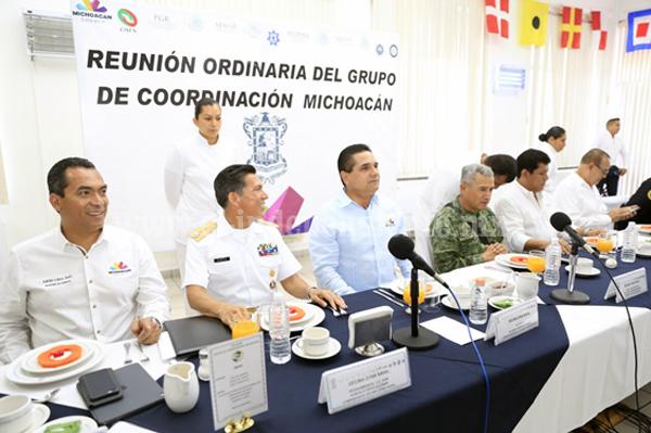 Revisa Gobernador estrategia de seguridad en Lázaro Cárdenas